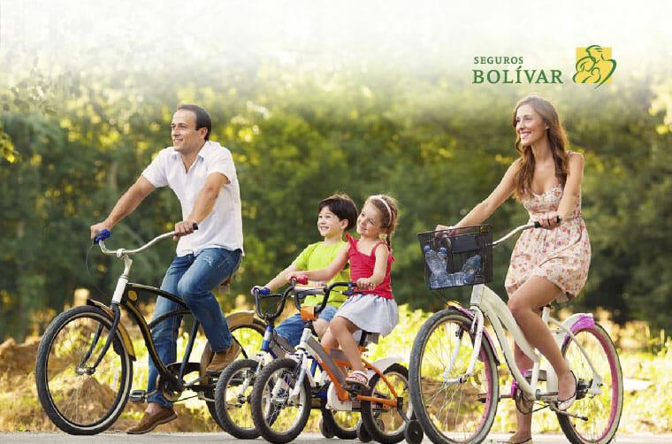 Beneficios de montar en bicicleta en familia logo