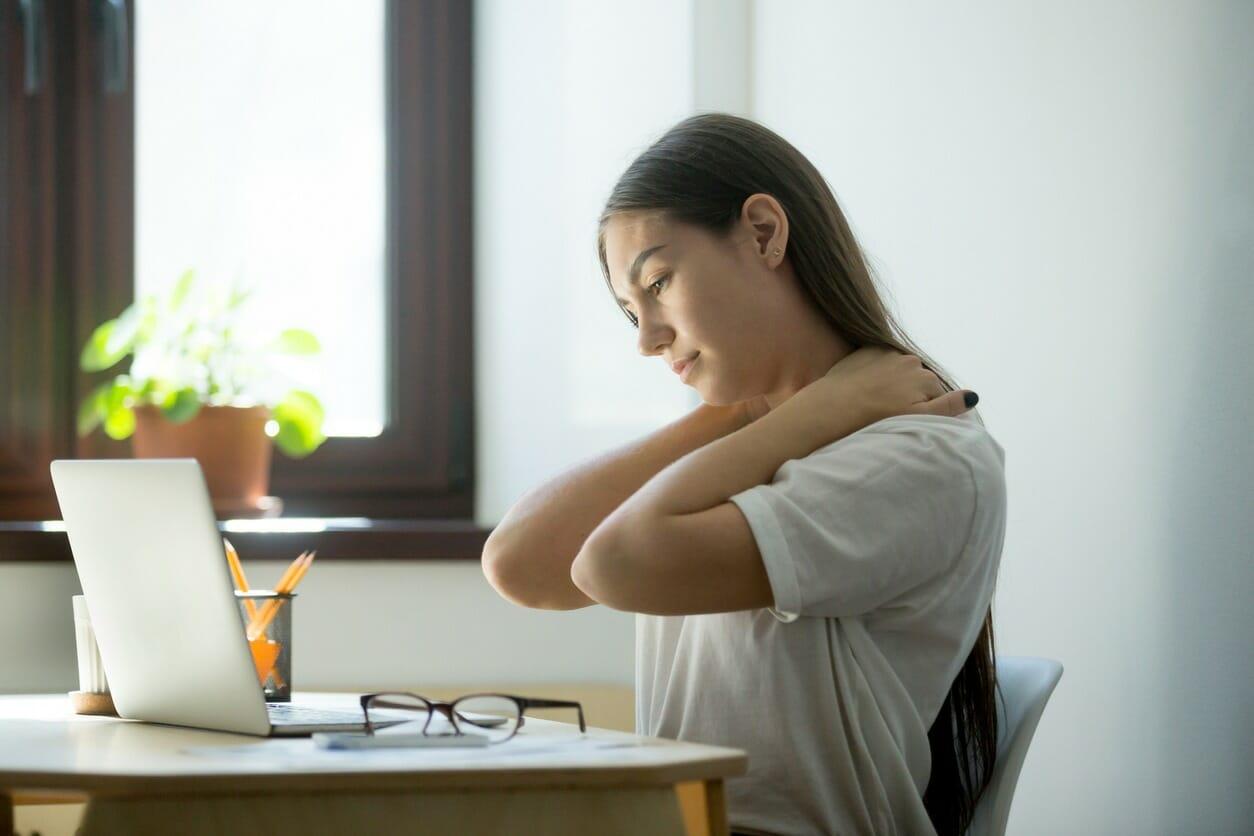 mujer-con-dolor-de-espalda