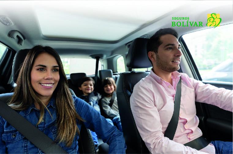 familia-con-seguro-todo-rieso-para-carros