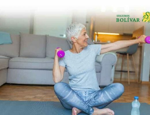 mujer adulta haciendo ejercicio